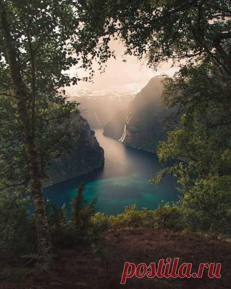 Утро в норвежских фьордах