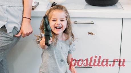 «Иногда мне кажется, что это не я 15 лет работаю в продажах, а моя трехлетняя дочка Соня, — рассказывает руководитель b2b-продаж МИФа Юля Максина. — Она ведет себя как начинающий Джо Джирард, а я — профдеформированная мамаша — подмечаю крутые приемы продаж, которые использую на практике». В этой статье Юля делится семью правилами продаж от дочери.