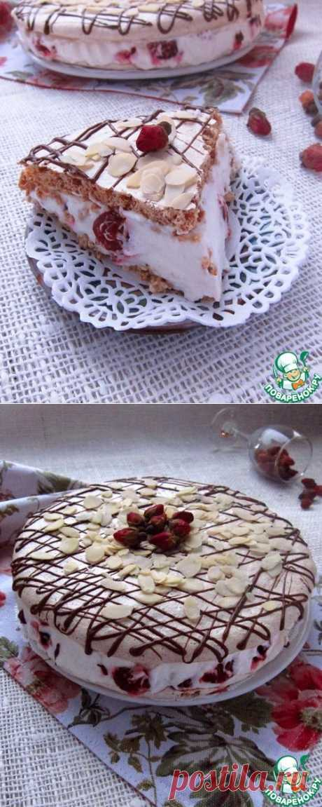 Торт-безе с вишней и фундуком.
