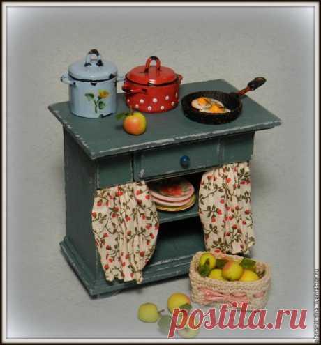 Мастерим миниатюрный кухонный стол для кукольного дома – Ярмарка Мастеров