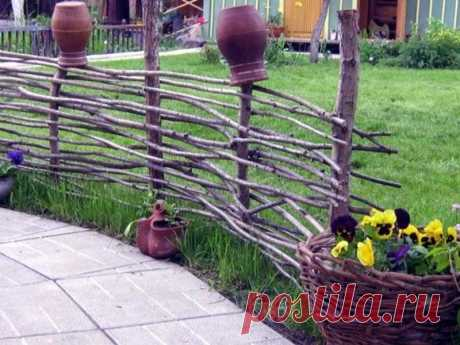 How to build a wattle fence, a fence from rods the hands at the dacha: councils for beginners, preparation