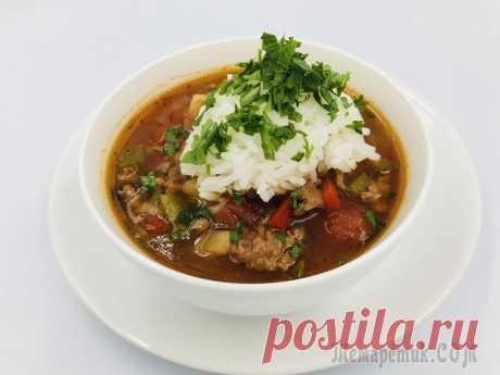 Суп «Фаршированный перец» Яркий, вкусный и сытный суп со вкусом любимых фаршированных перцев. Рис отваривается отдельно и добавляется в уже готовый суп.Продукты:1 чашка риса2 зубчика чеснока1 луковицасельдерей 1/3 клубняфарш...
