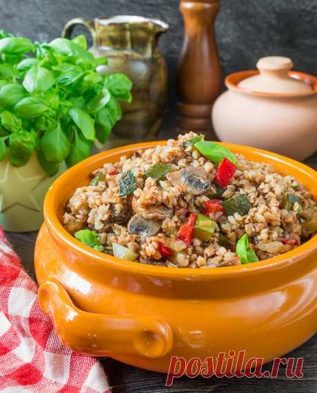 Гречневая каша с сезонными овощами на Вкусном Блоге Маловато гречки в блоге – надо пополнять. И делать я это планирую в сочетании с сезонными овощами – сладким перцем и кабачком. Ну и шампиньоны до кучи добавим – они сюда очень подходят и по вкусу, и по текстуре продукта. Готовить такую кашу не сложнее, чем любой рисовый пилав –…