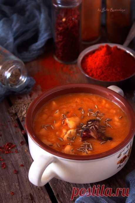 Бограч- гуляш - один из кулинарных символов Венгрии. Густой, наваристый, сытный суп, с большим количеством специй. Острый, жгучий, согревающий, с богатым вкусовым сочетанием, и легким послевкусием «дымка» от копченостей