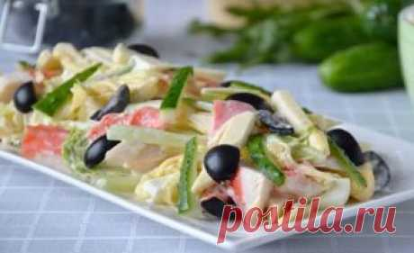 Крабовый салат с плавленым сыром. Простой и очень вкусный Салат получается легким, нежным и очень ароматным: благодаря тому, что в нем большое количество свежих овощей