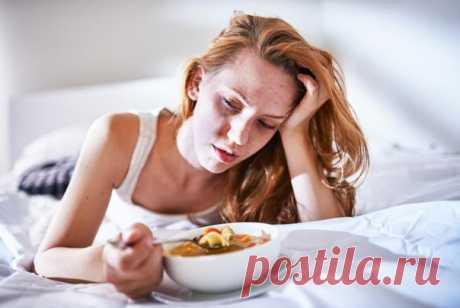 Питание во время простуды   Во время простуды аппетит часто снижен, и мы просто перестаем есть. Но этого делать не стоит. Без питания нашему организму будет восстановиться намного сложнее. А правильное питание при недомоганиях поможет ускорить процесс выздоровления.   Придерживайтесь следующих правил питания при простуде:  Показать полностью…