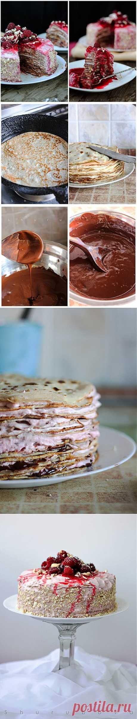 Малиново-шоколадный блинный торт с кешью.