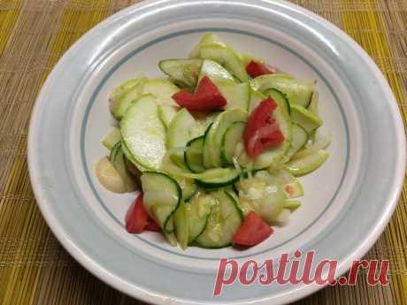 Салат из кабачков с помидорами, огурцами и маринованным луком рецепт с фото пошагово