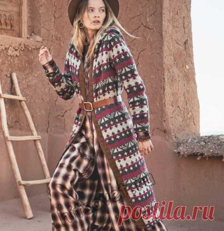 Жаккардовое пальто с капюшоном - Хитсовет Вязание спицами для женщин длинного жаккардового пальто с капюшоном со схемой и бесплатным пошаговым описанием. Размер пальто: 38-40. Вам потребуется: 300 грамм бежевой, 250 грамм коричневой, 200 грамм терракотовой и 150 грамм цвета фуксии пряжи, состоящей из 100% шерсти; длиной нити 120 метров в 50 граммах; спицы № 5; круговые спицы №4 и 5. Лицевая …