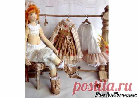 Комплект одежды для куколки   Разнообразные игрушки ручной работы комплект одежды для куклы ростом 50 см, выполнен из хлопка, украшен кружевами, шебби лентой. Обувь из натуральной кожи.