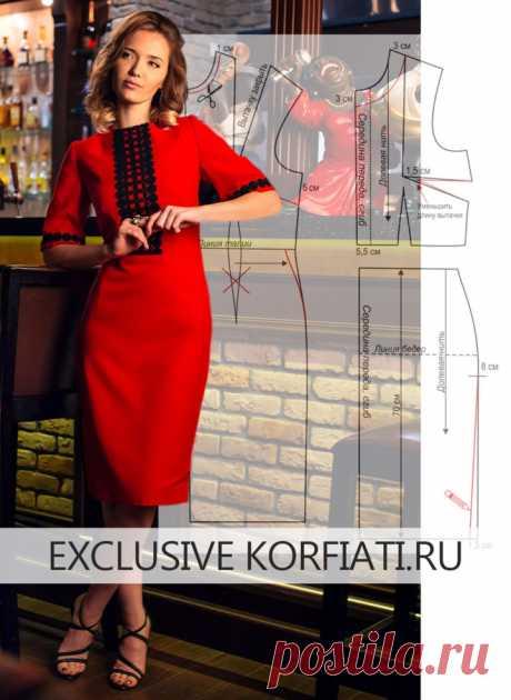 El patrón del vestido con las mangas cortas