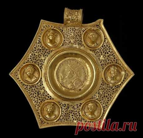 медальон с портретами императоров