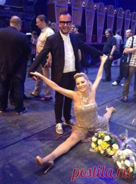 Фото: Максакова раскинулась на полу в шпагате: kek-press