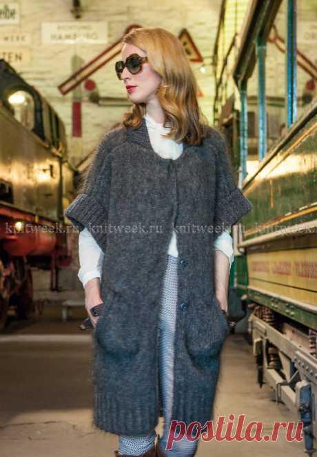 Длинный жилет из мохера, с карманами, спицами. / knitweek.ru