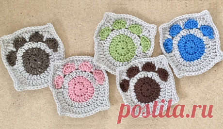 Paw Print Granny Square Crochet Pattern - Crafty Kitty Crochet This adorable and easy to make granny square is the perfect way to show your love for the pet(s) in your life!  You could make it into a scarf, blanket, pillow, tote bag - the possibilities are endless!  It works up quickly and can be customized with all kinds of colors.  What a great gift idea for any holiday or occasion!