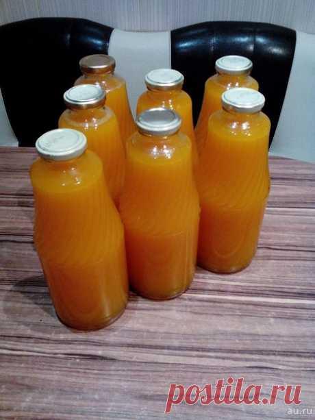 Тыквенный сок с апельсином - вкуснятина  Сохрани себе на стену, чтобы не потерять.  тыква 7 кг (чистого веса, без семечек и кожуры) вода, у меня ушло 15 литров на это количество тыквы апельсины 8 штук сахар 1,5 кг лимонная кислота 2 ст.л с горкой  Очистить тыкву, удалить семечки, разрезать на дольки или куски, уложить в кастрюлю вместе с мякотью (мякоть даст густоту), залить холодной водой, чтобы покрыть тыкву. Довести до кипения, разрезать пополам 8 больших апельсинов и в...