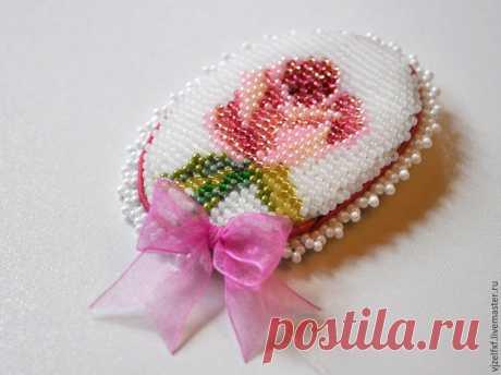 МК вышивки бисером маленькой пасхальной броши (со схемой)  Tatyana Petrina представляет МК вышивки бисером яркой пасхальной брошечки, формой напоминающие пасхальное яичко.       Её можно носить, а можно просто использовать в декоре. Нам понадобятся:    - 4 ч…