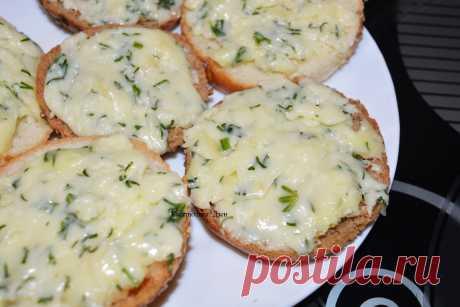 Домашний плавленый сыр за 10 минут - Рецепты для дома Вчера готовила вкуснейший плавленый сыр и, как всегда, сразу делюсь с вами рецептом. Очень рекомендую, попробуйте тоже приготовить, надеюсь, что вам понравится. Я, например, с тех пор как узнала этот рецепт, сыр в магазине вообще не покупаю. Ингредиенты: — Творог (я купила с 9% жирностью) – 400 гр. — Яйцо – 1 шт. — Сладко-сливочное […]