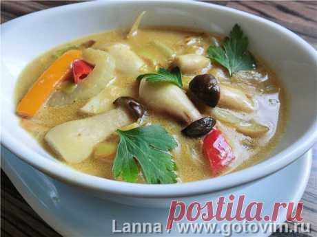 Тайский суп с грибами и кокосовым молоком.