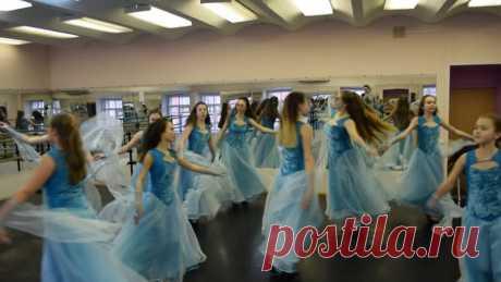 """Наши принцессы готовим открытие 12 фестиваля """"Танец...из мира в мир!!!"""" В новых нарядах)))!!! Спасибо нашему Дворцу Культуры!!!"""