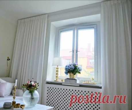 Если повесить шторы от потолка, а не от верхней стороны окна, комната станет выше