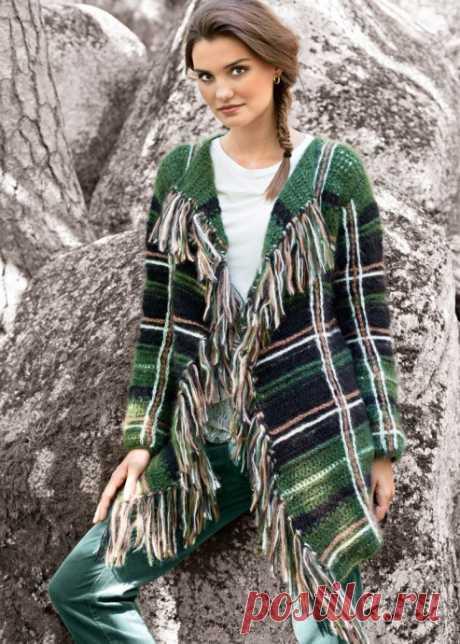 Вязаное клетчатое пальто - стильная вещь!