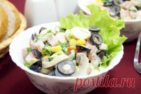 Салат с маринованными грибами «Венгерка» Салат с маринованными грибами «Венгерка», это очаровательный салат с грибами и маслинами, который понравится вашим гостям.