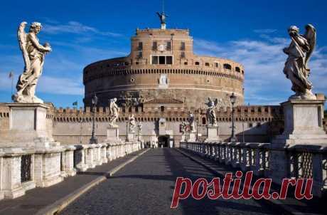 10 самых красивых замков Италии Практически в любом итальянском городе есть старинные дворцы или храмы, а в узких улочках старых кварталов, мощённых булыжником, время словно совсем остановилось. У замков есть своё суровое очарование...