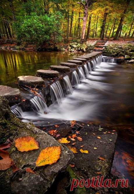 Перейти реку Shimna в Ирландии просто