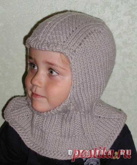 Шапка-шлем для мальчика  Одна из самых удобных моделей шапочек для ребёнка – шапка-шлем. Она сочетает в себе шапочку и воротник-манишку, что избавляет от необходимости накручивать на шею шарф и постоянно поправлять его на улице, чтобы не сползал. Сама в детстве ходила в такой гулять на горку. Бабушка вязала. Шапка-шлем одинаково хорошо подойдёт как для девочки, так и для мальчика, нужно лишь выбрать подходящий цвет и украшения.  Способ вязания этой модели шапочки-шлема был...