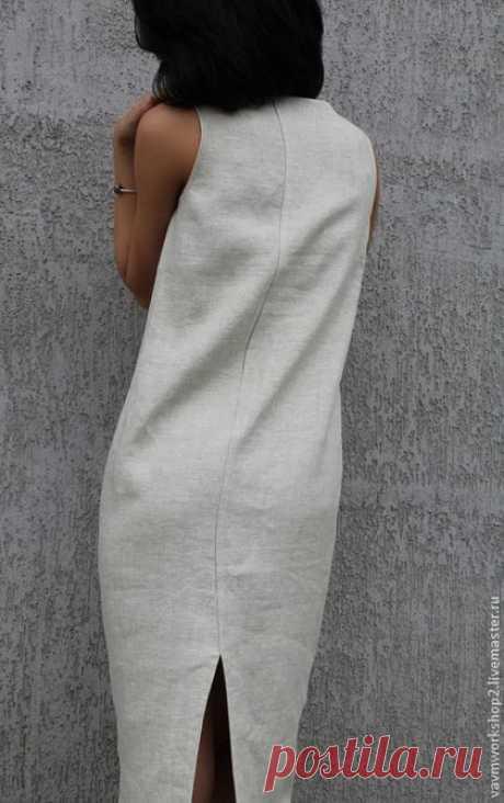 Купить или заказать Платье льняное из серии 'Камни' Уточняйте фактуру и цвет ткани! в интернет-магазине на Ярмарке Мастеров. Платье из приятного 'суховатого' льна с очень интересной фактурой. Мерцающего светло серого оттенка с вкраплениями( Ткань есть разных оттенков и даже темная, цвета смородинового варенья). Силуэт свободный 'кокон' чуть сужающийся к низу. ТКАНЬ хорошо держит форму и как бы окружает фигуру. На горловине для фиксации разреза есть крючок, на уголках пара перламутровых бусин.