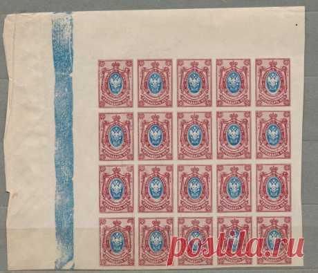 Часть листа марок 15 копеек из 26-го выпуска Российской Империи 1917 года.