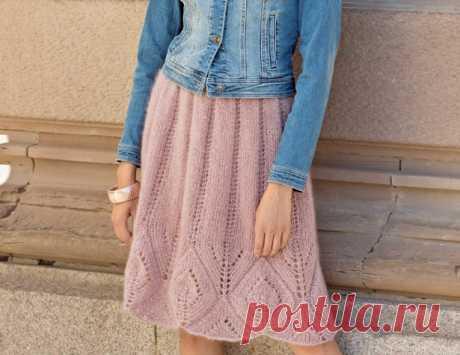 La falda con una gran cinta chiné