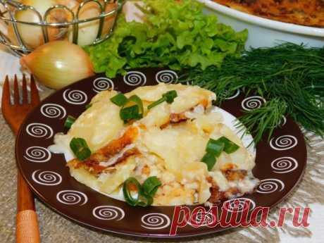 Картофельная запеканка со сливками и сыром Ингредиенты:Картофель — 5–7 шт.Сливки 20% — 1 стак.Лук репчатый — 2–3 шт. Мука — 1 ст. л.Сыр — 50 гСпеции — по вкусуПриготовление:1. В чашу для запекания, смазанную маслом, выложите половину нарезанного картофеля.2. Выложите...