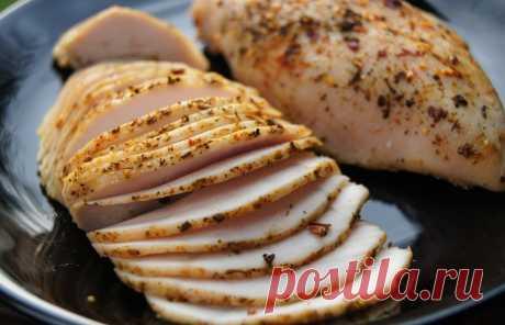 Домашняя пастрома из индюшиной или куриной грудки, рецепт с фото Пасторма – мясной деликатес, блюдо молдавской и румынской кухни. Вероятно, название имеет тюркское происхождение, оно этимологически связано с «бастурмой» и «пастримой». Готовится из говядины, свинины, птицы.