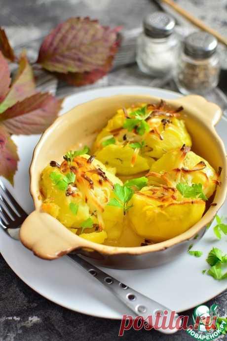 Разломленный пряный картофель с жареным сыром – кулинарный рецепт
