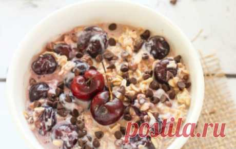 Овсянка в банке с вишней и шоколадной крошкой / Каши / TVCook: пошаговые рецепты с фото