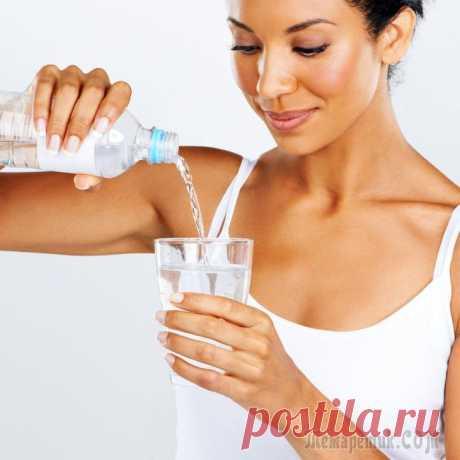 Как надо пить воду — 9 основных правил Как и кислород, вода является первостепенным веществом для обеспечения жизни человека, вода это основа жизни. Вода участвует практически во всех процессах на земле. Источники указывают разные данные, ...