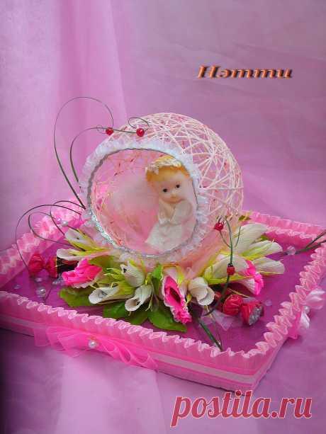 """Ангелочек на 1 годик для малышки)) В каждом цветочке, бутончике конфетка. А в основании композиции коробка конфет """"Маргарита"""" 230 гр."""