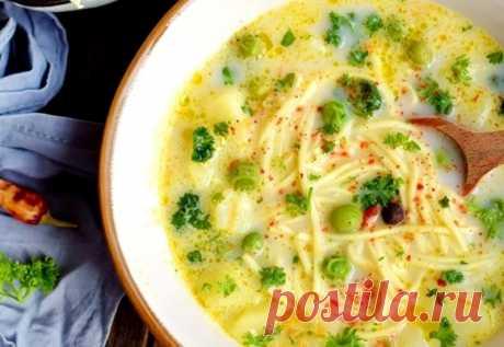 Сырный суп с яичной лапшой и зеленым горошком: потрясающе вкусный и ароматный!