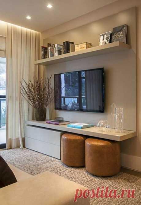 Как сделать косметический ремонт в гостиной: 7 основных шагов В малогабаритных квартирах гостиная обычно совмещает функции нескольких комнат, а элементы отделки быстро изнашиваются. Мы расскажем, как с минимальными усилиями и затратами обновить вид этой комнаты