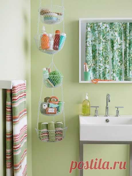 Азбука порядка в маленькой ванной: 35 рациональных идей, не занимающих лишнего места - №2 - крючки, сетки и вешалки