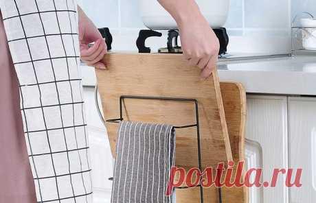 10 полезных хитростей для маленькой кухни, которые позволят все разложить по полочкам Какая бы площадь ни была у кухни, полезного пространства всегда не хватает. Решить эту проблему помогут несколько хитростей по правильному расположению вещей и созданию дополнительных мест хранения....