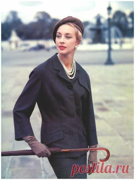 Marie-Thérèse in Balmain's  1956  Photo Tom Kublin