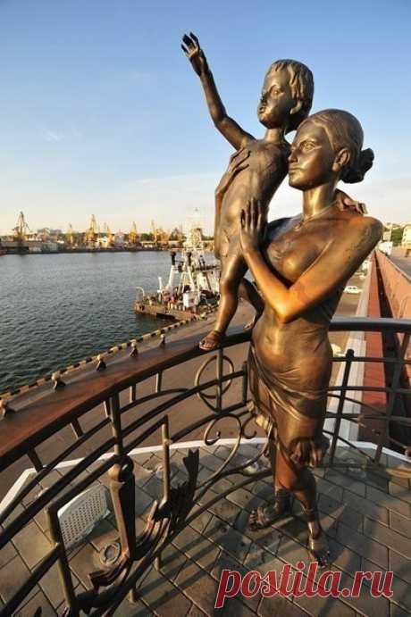 Памятники материнству в разных уголках мира