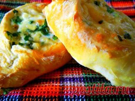Открытые пирожки с сыром и зеленью