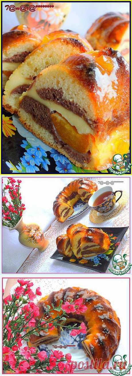 Кекс с творогом и консервированными абрикосами.