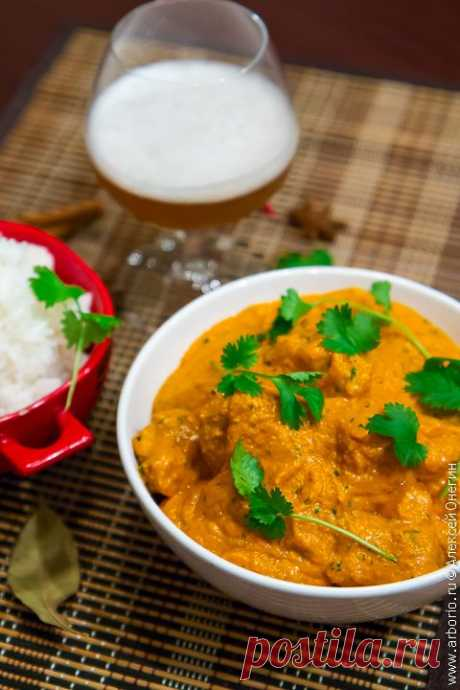 Чикен тикка масала Чикен тикка масала - кусочки курицы в пряном соусе, одно из классических блюд индийской кухни. Вся ирония ситуации в том, что этот рецепт был выдуман в одном из ресторанов не то Глазго, не то Лондона. Хотя кого это волнует, если это блюдо - невероятно вкусное?