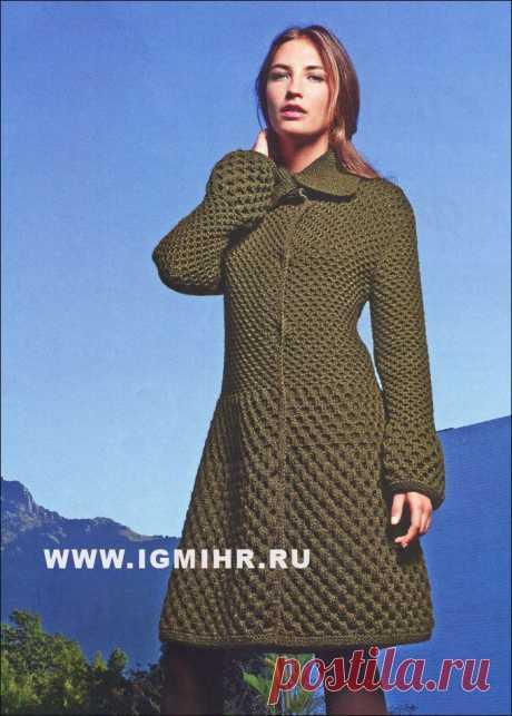 Темно-зеленое пальто с рельефными  узорами и оригинальной формой рукава,  от французских дизайнеров BDF.