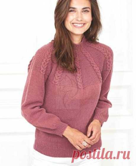Пуловер с узором кос на кокетке